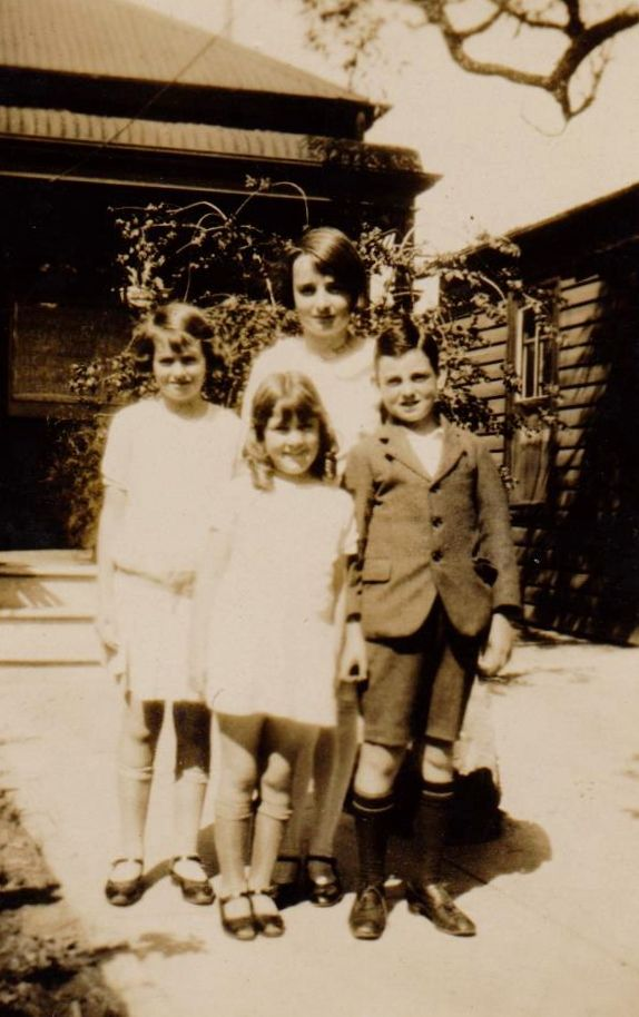 L to R back row; Marge & Gwen, front row; Peggie & Eric Williams in front of house at Cremorne.