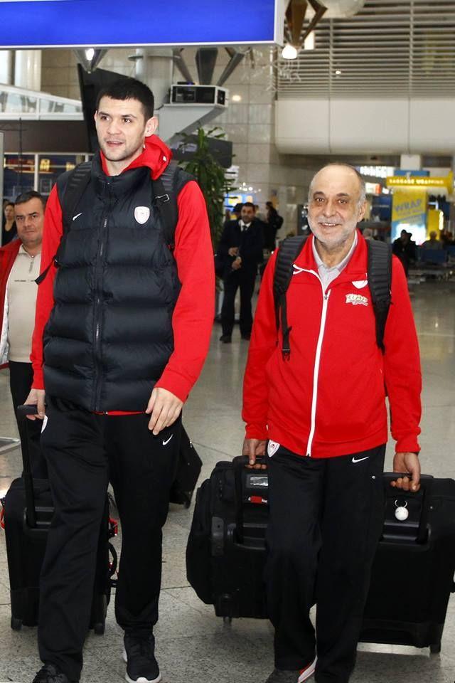 Αναχώρησε για το Μιλάνο η αποστολή του Θρύλου! #Red_White #Armani_Milano #Olympiacos #Euroleague