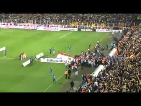 Şampiyon Fenerbahçe mohikan müziği ile sahaya çıkıyor | Fenerbahçe - Galatasaray | 08.03.2015 - YouTube