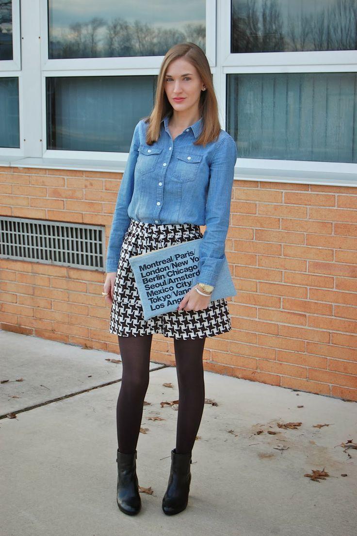 千鳥格子柄のキュロットスカートに黒のストッキング × デニムシャツ。トレンドのハイウエスト。秋冬のハイウエストファッションコーデ術を集めました!