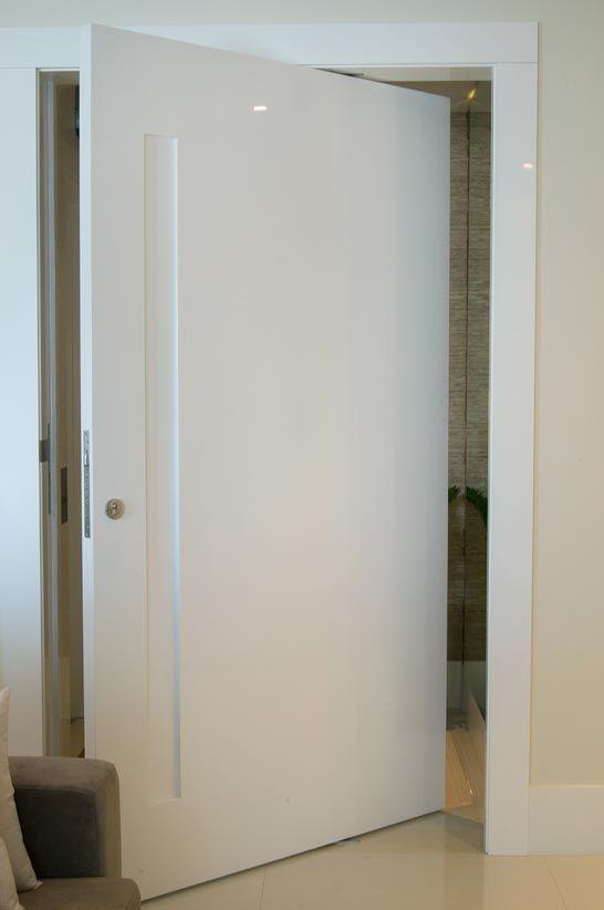 Unimoveis® Marcenaria Fina, móveis sob medida perfeitos por anos e anos: porta especial de madeira, porta pivotante, cozinha, bancada, armário, closet e peças de projeto. Av. dos Tajurás, 125 - 05670-000 - São Paulo - SP - Tel: (11) 3097-8091 Sob Medida Porta pivotante em poliester com 'cava'.