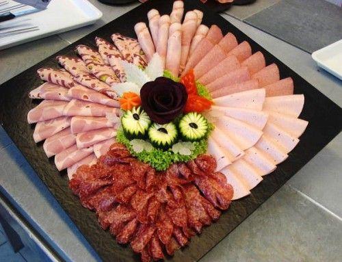 Идеи оформления сырно-мясных тарелок / Простые рецепты