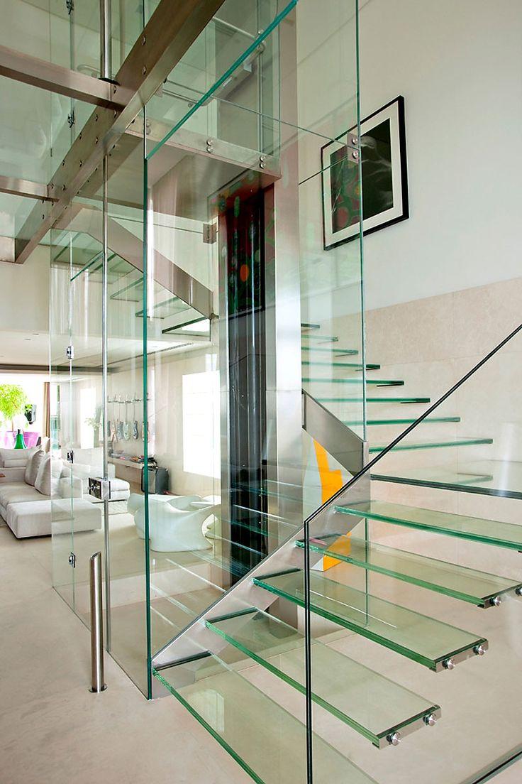 awesome stairs - Malibu Residence by Fernanda Marques Arquitetos Associados
