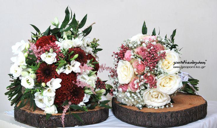 νυφικές ανθοδέσμες Αριστερά κόκκινη σελοζία, χρυσάνθεμο, φρέζια, λυσίανθος, αστίλβη --Δεξιά: λευκά και ροζ τριαντάφυλλα
