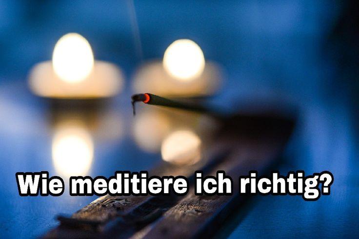 """Meditation kommt aus dem latein und bedeutet ,, nachsinnen"""" oder ,,nachdenken"""".     In Sanskrit, der heiligen Sprache der Inder, 'samadhi' und 'dhyana'. Bedeutet es ,'Sammlung"""" oder ,'Vertiefung"""" des Geistes.  Man lässt den Verstand ruhen und das Herz wirken."""