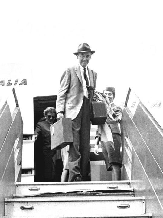 Jimmy Stewart Arriving In Rome July 1961 It 39 S A Wonderful Life Pinterest Rome