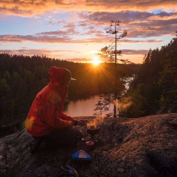 #lake #finnishlakes #discoverfinland #lakesoffinland #finland #järvi #järvimaisema #suomenluonto #luonto #outdoors #rantakivet #sunset #auringonlasku #camping #eräily #cooking #cookingoutdoors #retkeily