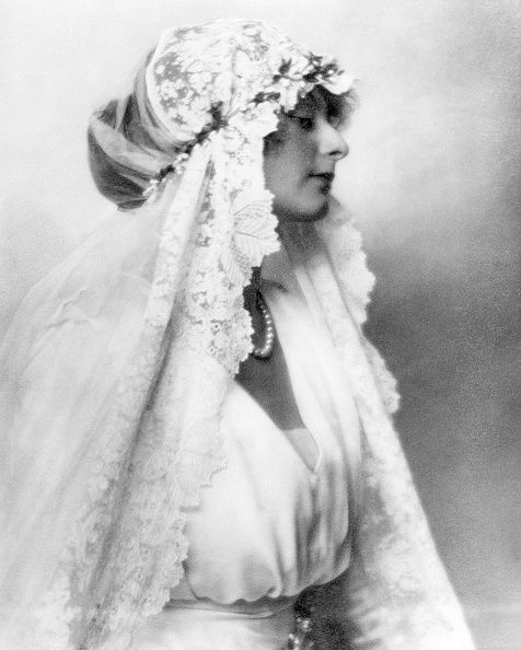 Baroness of Guttmann with a lace decorated bridal veil 1921.