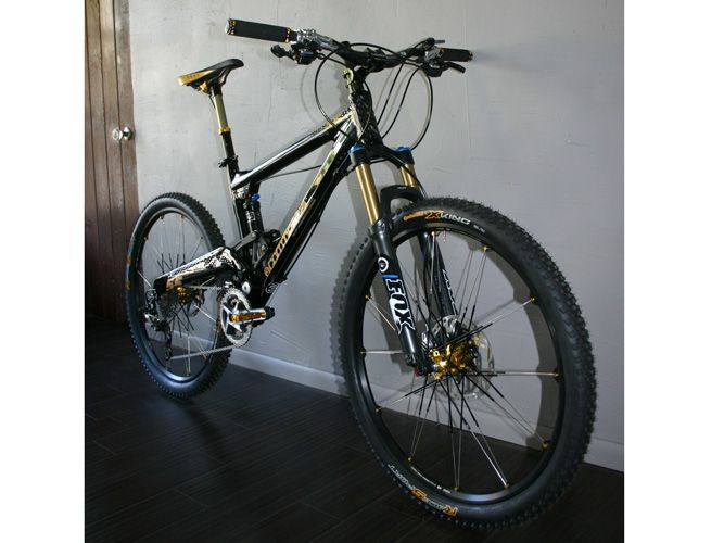 CUSTOM BUILT Commencal Meta 5.5 Black/Gold Crank Brothers XTR Bike Build