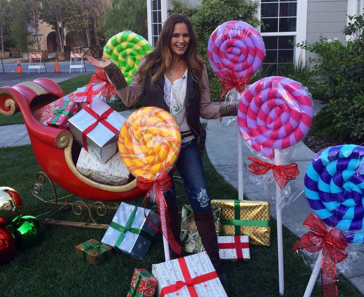 Giant lollipop decorations from pool noodles and pvc pipe Large outdoor christmas decorations to make