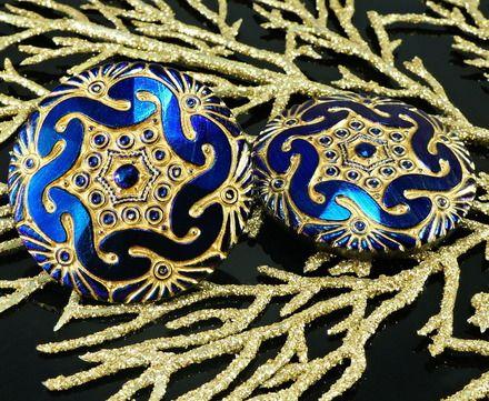 Couleur: Or Mat / Noir Brillant Bleu  Taille (mm): 18 Taille, 40.5 mm  Taille du trou (mm): 2 mm (environ)  Forme: Grand Verre Tchèque Bouton / Hexagone / Fleur  Vendus en paquets - 7510537