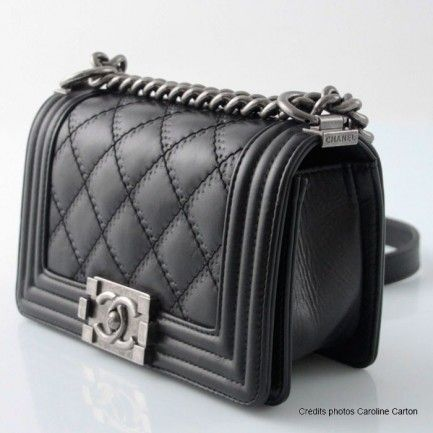 Chanel Boy's bag in black calfskin