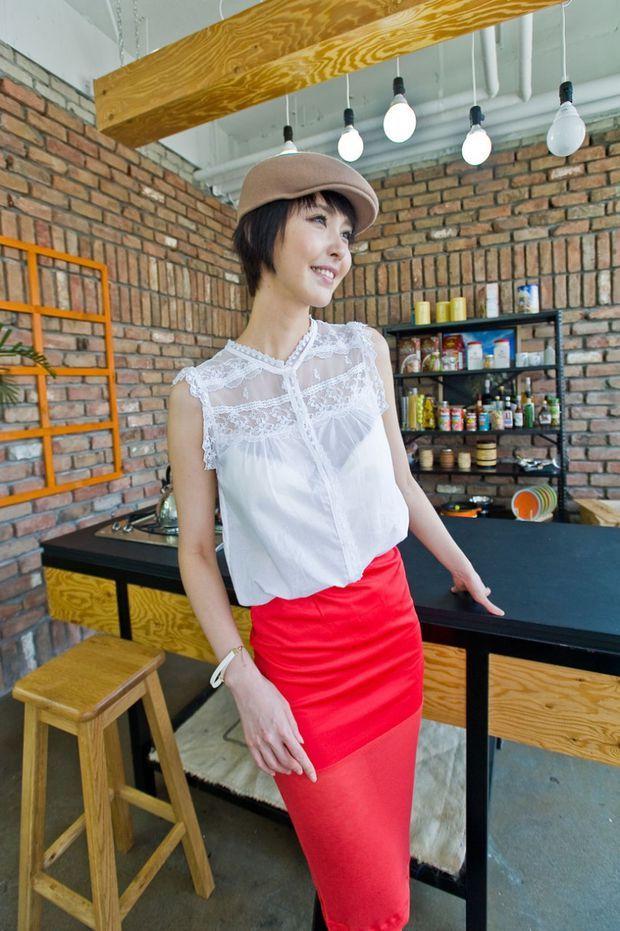 feminine chest lace sleeveless top