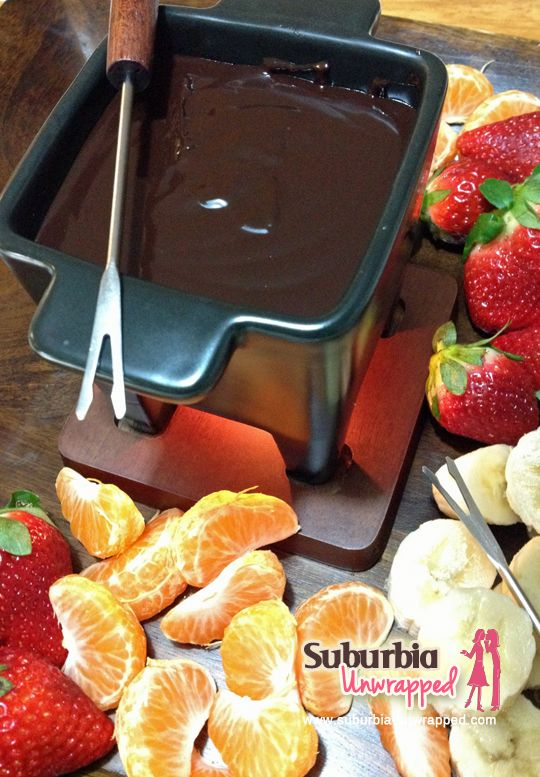 Wonder how to make a delicious chocolate fondue? Here is a recipe and tutorial!