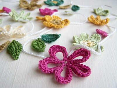 crochet flower garland.... This gives me a couple of ideas...