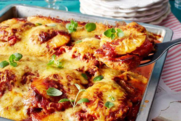 Unser beliebtes Rezept für Schnitzelpizza Hawaii und mehr als 55.000 weitere kostenlose Rezepte auf LECKER.de.