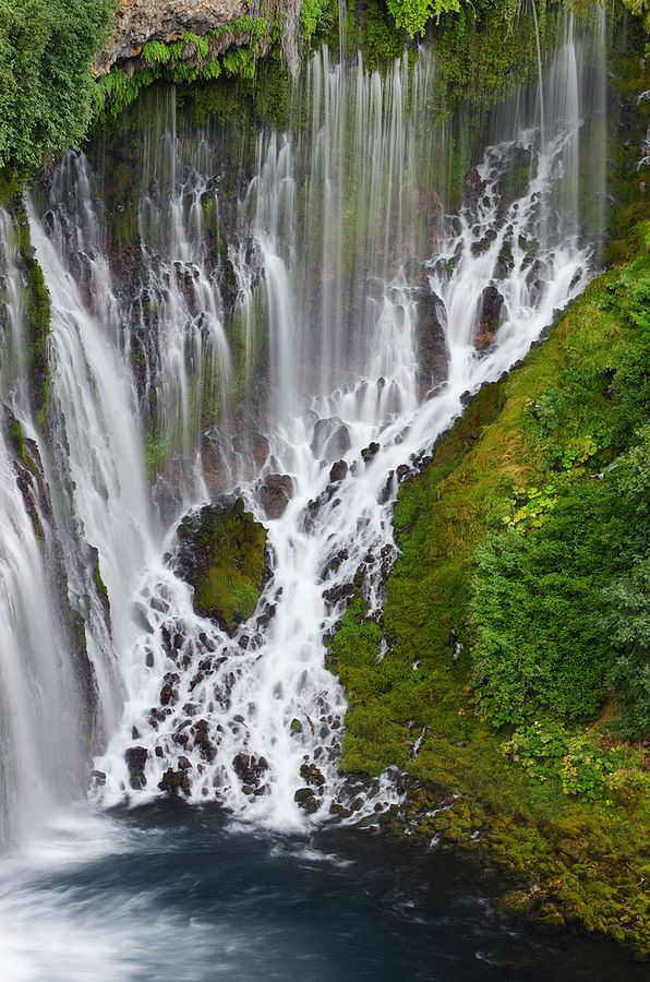 21 Breathtaking Waterfalls Around The World