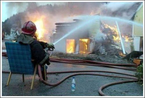 A vida dos bombeiros estrangeiros  Veja mais em: http://www.jacaesta.com/a-vida-dos-bombeiros-estrangeiros/