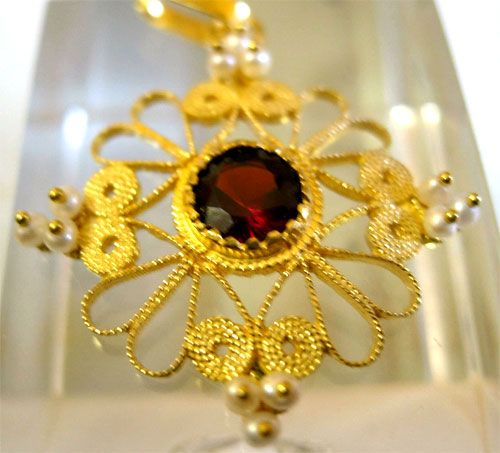 Linea Oro, gioielli sardi, fedi, pendenti, collier, croci, orecchini in oro, artigianali, artigianato, Sardegna, Nuoro