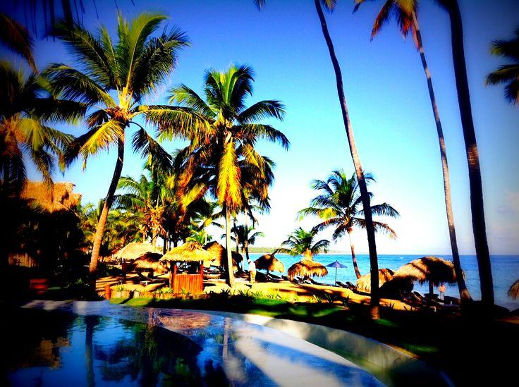 Amazing pools overlooking the ocean