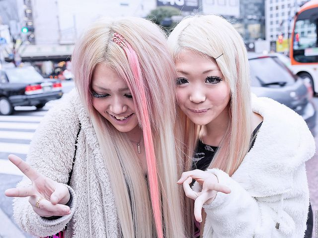Creamy blonde and strawberry milk make a beautiful color combo. I love how she braided the extension into her hair.     Pink-streaked Hair, Shibuya by tokyofashion, via Flickr