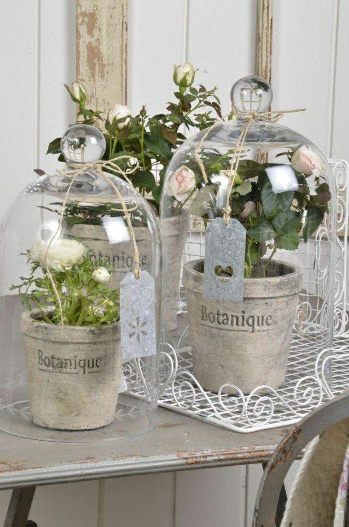 jolie decoration de noel avec cloche en verre et la cloche à gateau en verre