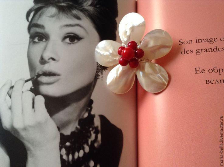 Купить Flower for Princess. Серебряное кольцо с перламутром и кораллами - разноцветный, оригинальные украшения