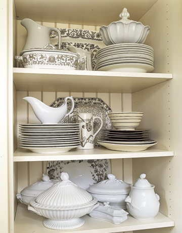 When setting her holiday table Jennifer visits the kitchen cabinet that houses her own collection of brown transferware and white ironstone. & 167 best Vintage | Ironstone images by Edith \u0026 Evelyn Vintage on ...