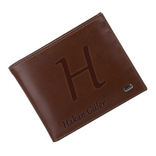 Kadınlar için çanta ne kadar önemliyse erkekler için de cüzdan bir o kadar önemli.. Üzerine isim yazdırılabilen deri cüzdan erkek arkadaşınıza verebileceğiniz kullanışlı hediyelerden..