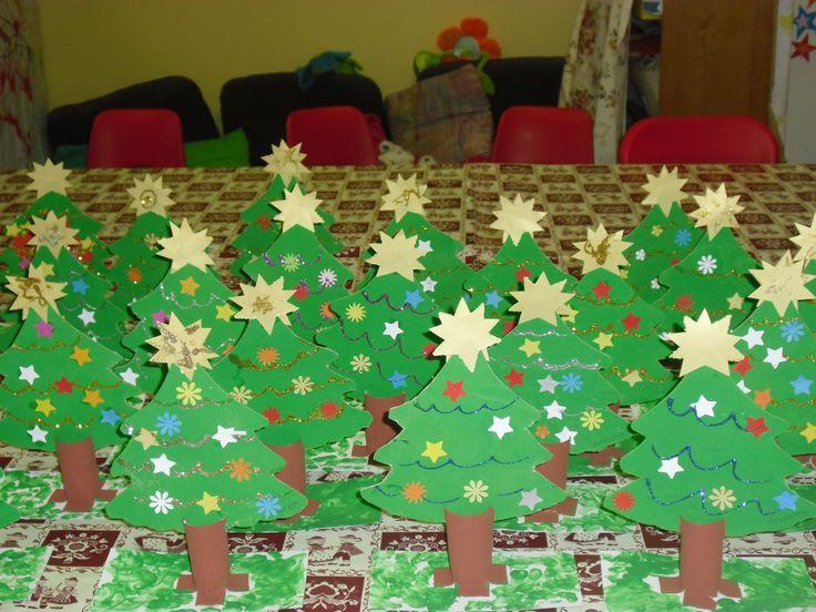 alberi di Natale eseguiti con tronco in rotolo di carta igenica