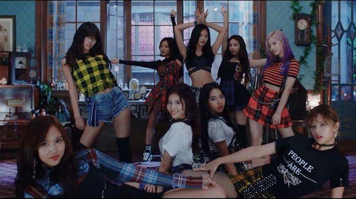 Lagu Yes Or Yes Twice Pecahkan Rekor Baru Ini Lirik Dan Artinya Dalam Bahasa Indonesia Anti Galau Lagu Lirik Lagu Selebriti
