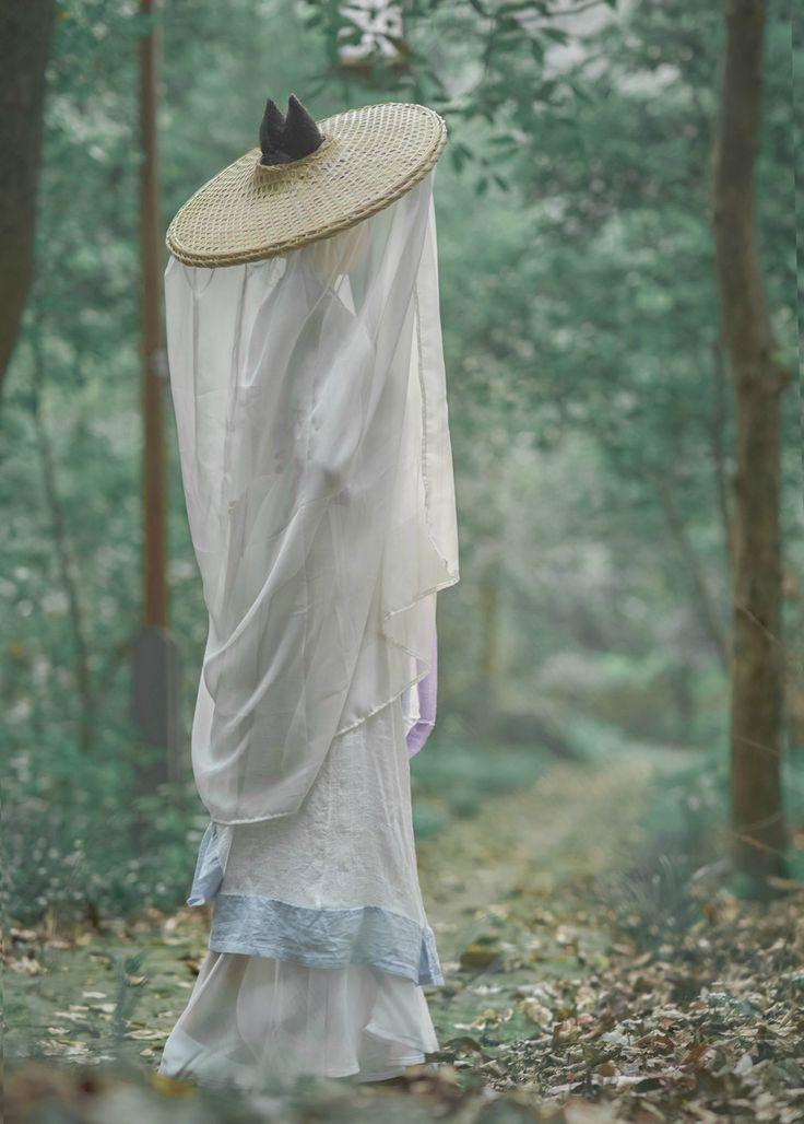 长安月 (traditional chinese fashion, hanfu. source)
