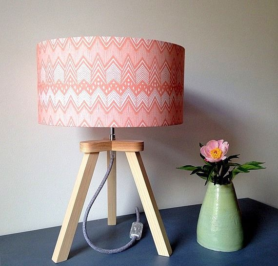 Lampe trépied Koraal en bois massif et tissu. : Luminaires par ludilumi
