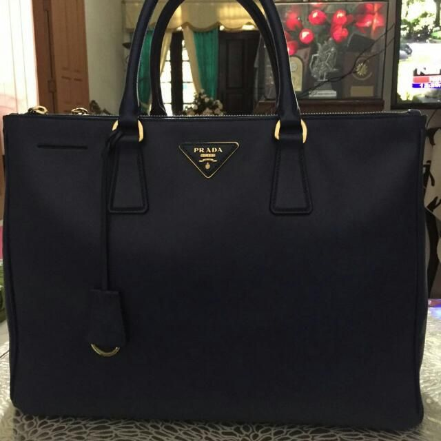 Rp11,500,000 - Prada Bluette 35 cm  No strap no kikis very good condition 11.5jt nego #pradabag #pradabluette #prelovedpradabag #prelovedprada Wa. +6281330772818 Line. day_yana Ig. Authenticnlimited