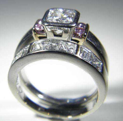 Exquisite Wedding Set with White and Pink Argyle Diamonds - Pawnbank