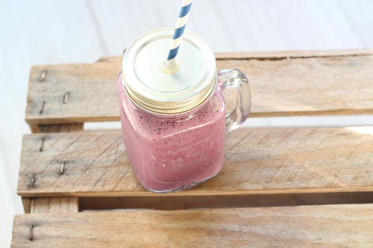 Op zoek naar een lekker smoothie recept? Probeer dan eens deze bramen smoothie. Voeg ook eens een banaan toe aan deze smoothie!