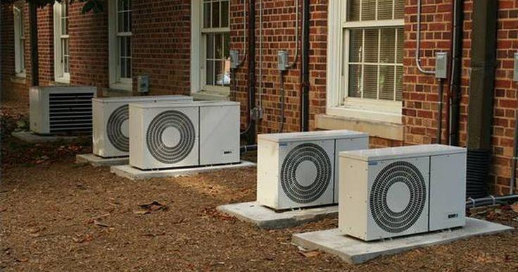 O que é um ar-condicionado mini split?. Um mini split é um tipo de sistema de ar-condicionado sem dutos. Eles são conhecidos como sistemas divididos e são considerados uma alternativa às unidades de ar central ou de janela. Por causa de seu pequeno tamanho, eles normalmente são usados em residências, mas existem também, em menor escala, algumas aplicações comerciais.