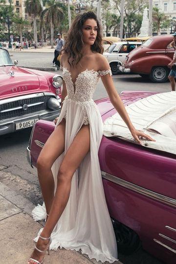 Eine Linie aus Schulter Brautkleid