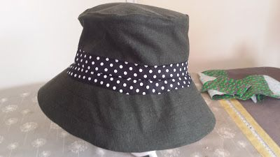 Refashion - summer hat from linen shirt