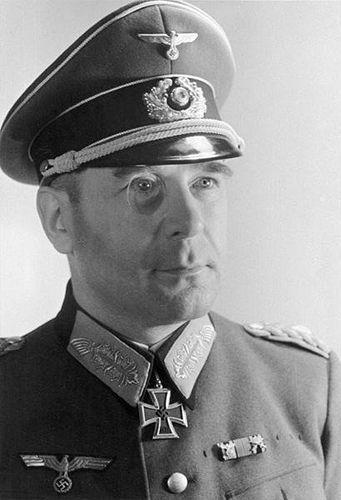 ✠ Hans Krebs (March 4th, 1898 - May 1st, 1945) Committed suicide in the Führerbunker. RK 26.03.1944 Generalleutnant Chef d. Gen.St. HGr. Mitte 20.02.1945 [749. EL] General der Infanterie Chef d. Gen.St. HGr. B
