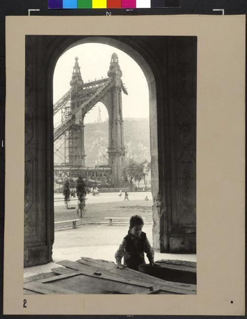 Az Erzsébet-híd romjai - PAR343981_LargeComp.jpg