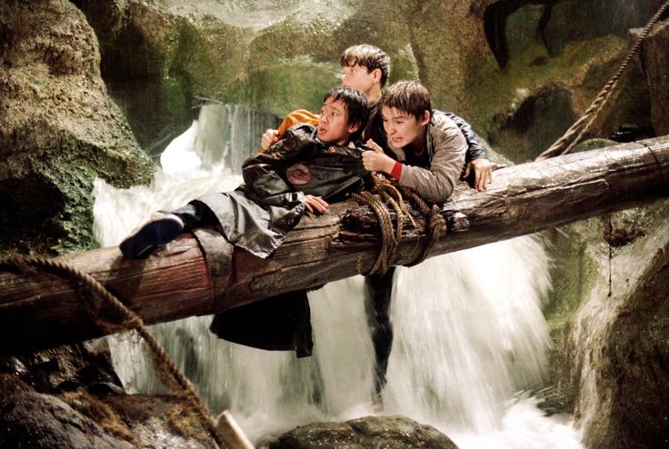 Still of Sean Astin, Corey Feldman and Jonathan Ke Quan in The Goonies (1985) http://www.movpins.com/dHQwMDg5MjE4/the-goonies-(1985)/still-1525253888