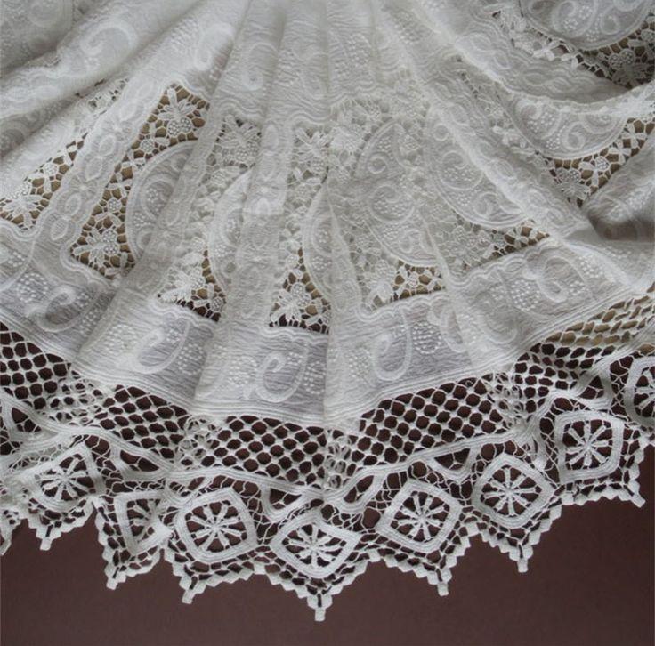 Двустороннюю симметрию беловатого хлопка ажурная вышивка кружевной ткани кожи   земля дружественных мягкая летнее платье кружевной ткани RS739 купить на AliExpress