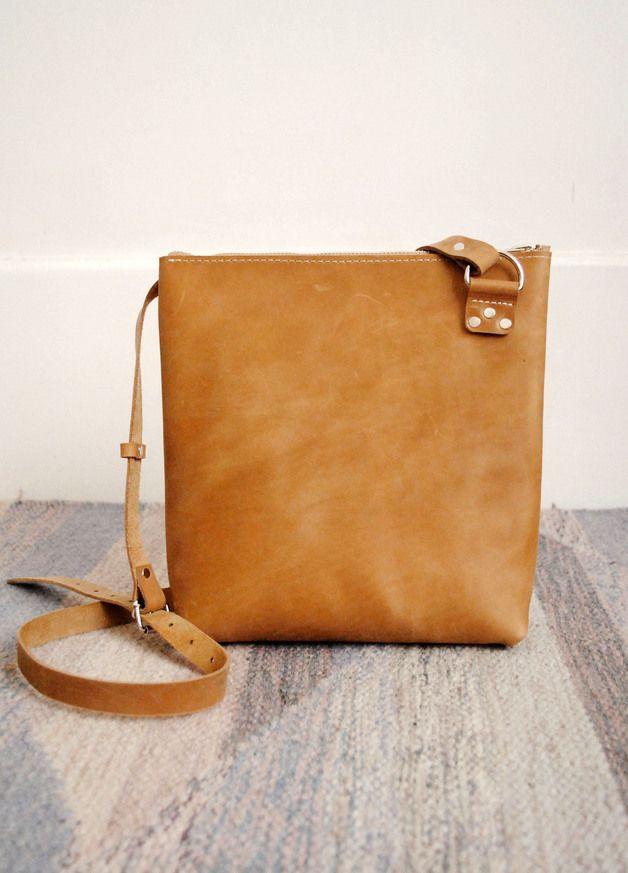 Ledertasche, Shopper, Karamellbraun, lässiges Outfit / modern leather shopper bag, camel made by june-shop via DaWanda.com