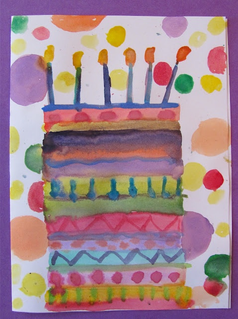 Schilder met waterverf stippen, knip en plak (of teken) daar een taart overheen.