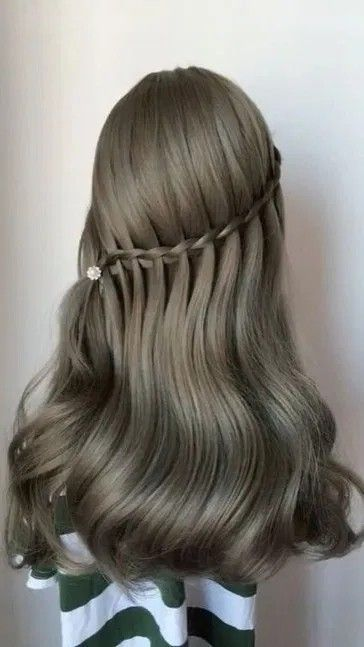 Pretty Prom Hairstyle Ideas For Curly Long Hair. #curlylonghair #promhairstyles #prettyhairstyles #hairstyleideas #FashionIdeas
