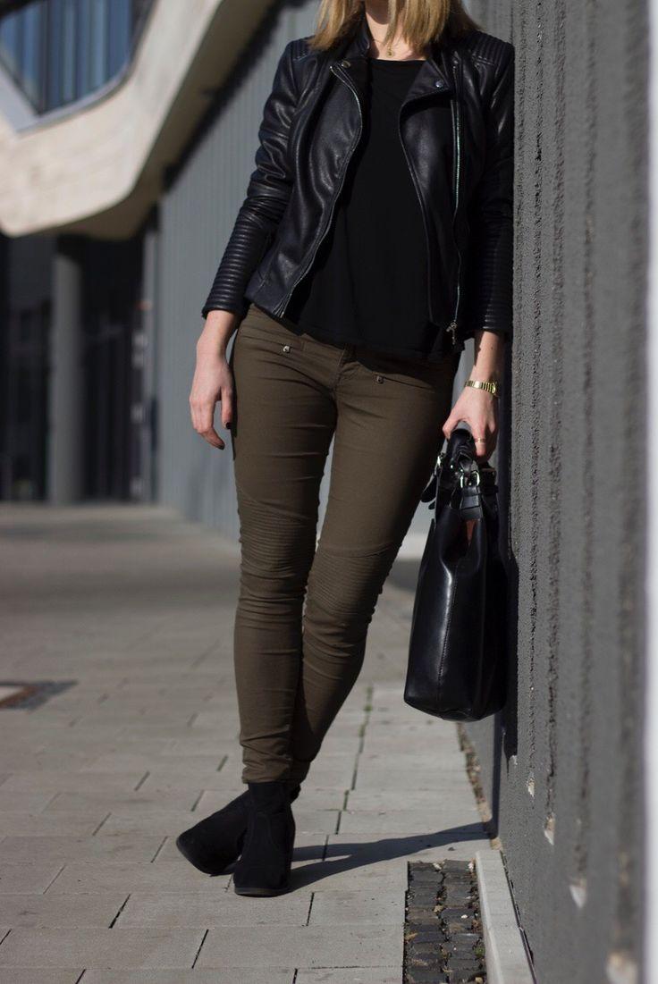 Braune hose grunes hemd