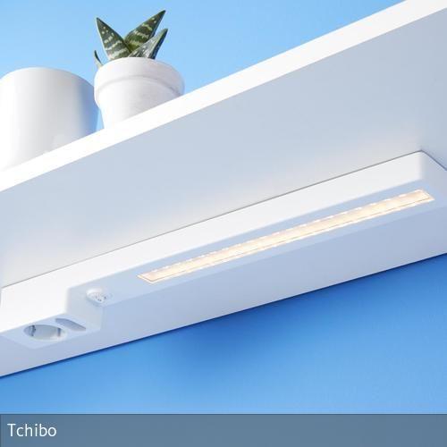 LED-Unterbauleuchte mit 2fach-Steckdose Diese Unterbauleuchte im schlanken Design taucht die Arbeitsfläche großflächig in ein warmweißes Licht und sorgt so…