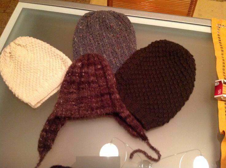 Cappelli di lana fatti a mano a maglia