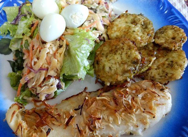 Para quem é fã de peixe, essa é uma receita fácil e diferente para variar o seu cardápio. Os nossos dias são muito corridos e sempre precisamos de algo rápido para nos salvar n cozinha. Este filé fiz com tilápia mas você pode usar o peixe que gostar mais. Link na bio! #peixe #peixes #receitas #lowcarb  #culinária #gastronomia #euvoceeacozinha  http://euvoceeacozinha.com/2017/02/06/peixe-assado-com-crosta-de-cebola